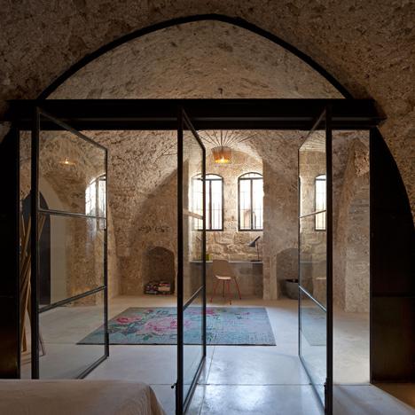 dezeen_Jaffa-House-by-Pitsou-Kedem_3