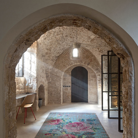 dezeen_Jaffa-House-by-Pitsou-Kedem_4sq