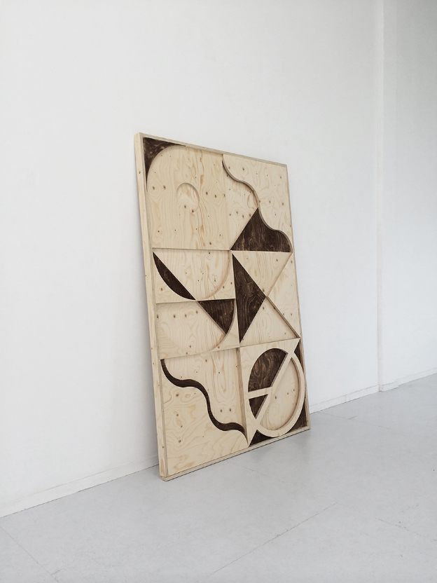 LouisReith_Untitled(Aarde)2014_SoilOnWoodInstallation_128x189cm